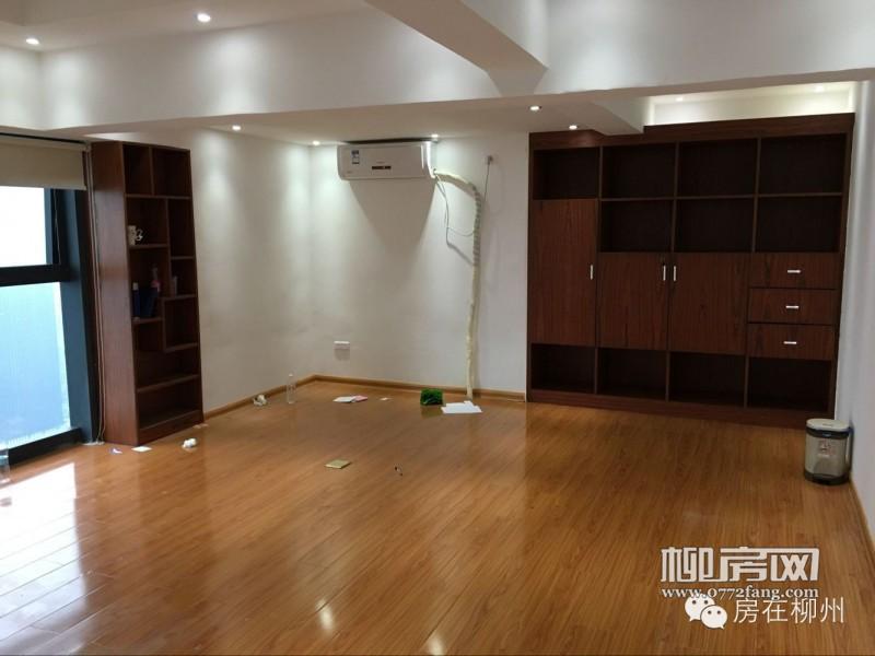 【免租来啦!】阳光一百豪华装修江景写字楼出租!使用面积达400多平米!